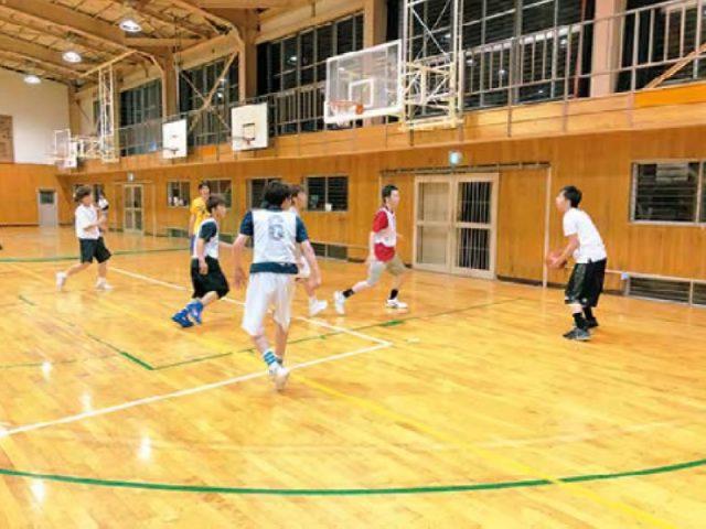 男女バスケットボール部の活動風景